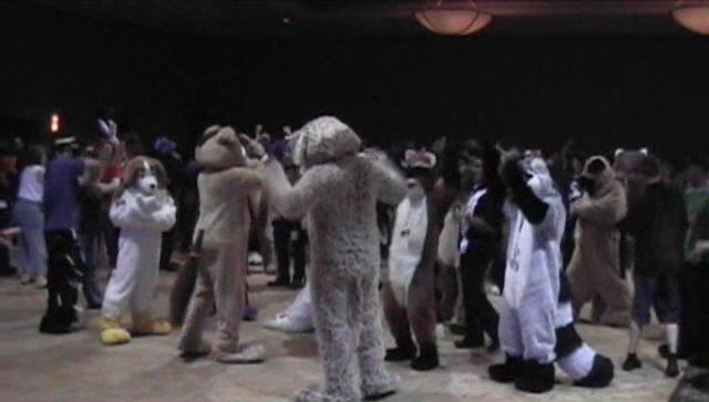 Datei:Anthrocon2005dance.jpg